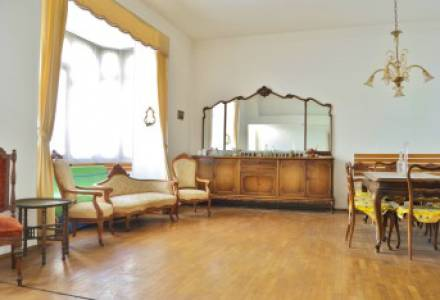 Large Historic Apartment with Sea View and Parking